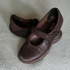 Brown leather Mary Jane Earth shoes (Sz 7)